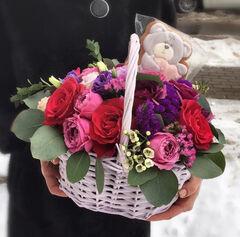 Магазин цветов Прекрасная садовница Корзина из роз Мисти бабблс и Гочча