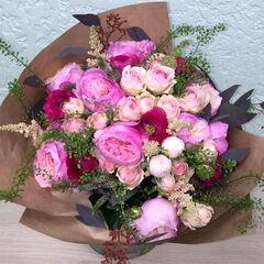 Магазин цветов Прекрасная садовница Букет зефирный из пионовидных роз и ранункулюсов