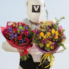 Магазин цветов Долина цветов Букет из кустовых роз и ирисов