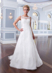Свадебное платье напрокат А-силуэт Lillian West Платье свадебное «Adami»