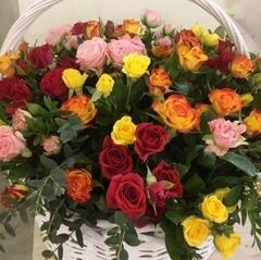 Магазин цветов Прекрасная садовница Корзинка с миксом из кустовых роз