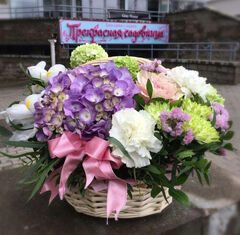 Магазин цветов Прекрасная садовница Корзинка с гортензией, ирисами, гвоздикой и вибирнумом