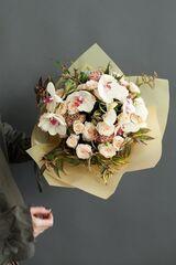 Магазин цветов ЦВЕТЫ и ШИПЫ. Розовая лавка Букет моно из кустовой розы (диаметр 40 см)