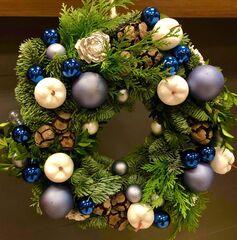 Магазин цветов Florita (Флорита) Новогодний (рождественский) венок из нобилиса с веточками туи