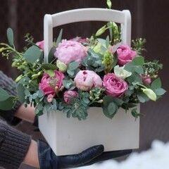 Магазин цветов VETKA-KVETKA Композиция в деревянном ящике 207