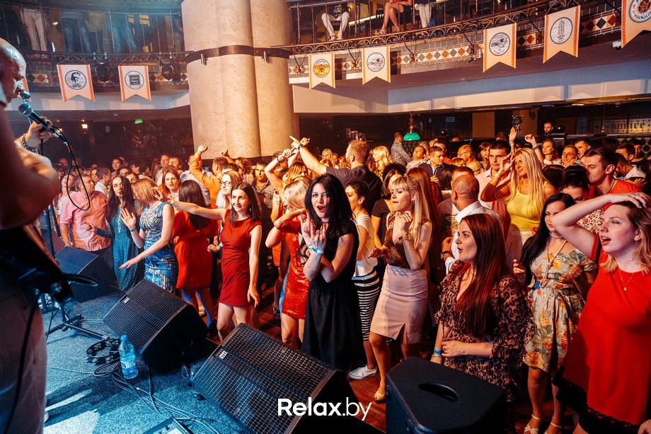 гульнара ракишева фотоотчет с концерта в ресторане география цветом